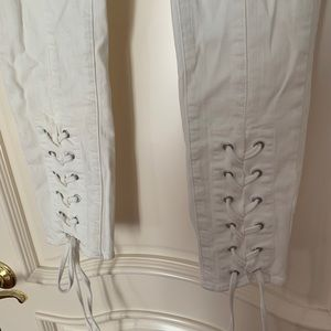 Vince Camuto White skinny Jean w/ lace up detail